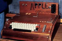 L'Apple 1, avec une caisse en bois